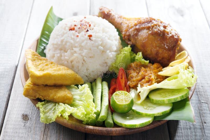 Δημοφιλή ινδονησιακά τοπικά τρόφιμα στοκ φωτογραφία με δικαίωμα ελεύθερης χρήσης