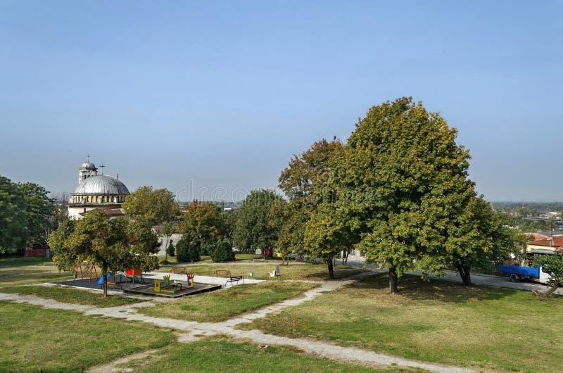 Δημόσια γωνία παιδιών μορίων κήπων κοντά στη χριστιανική εκκλησία Sveta Petka στοκ εικόνα με δικαίωμα ελεύθερης χρήσης