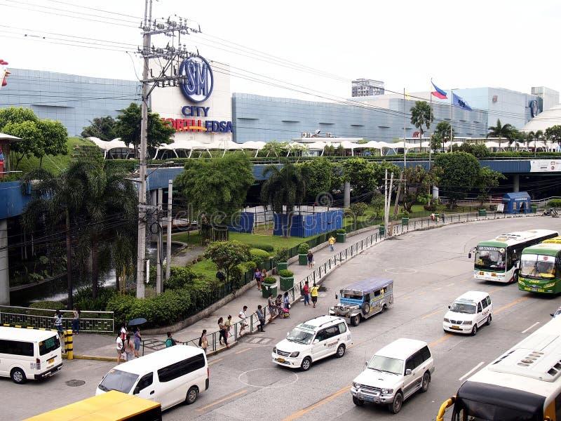 Δημόσια και ιδιωτικά οχήματα μεταφορών κατά μήκος EDSA στοκ φωτογραφίες