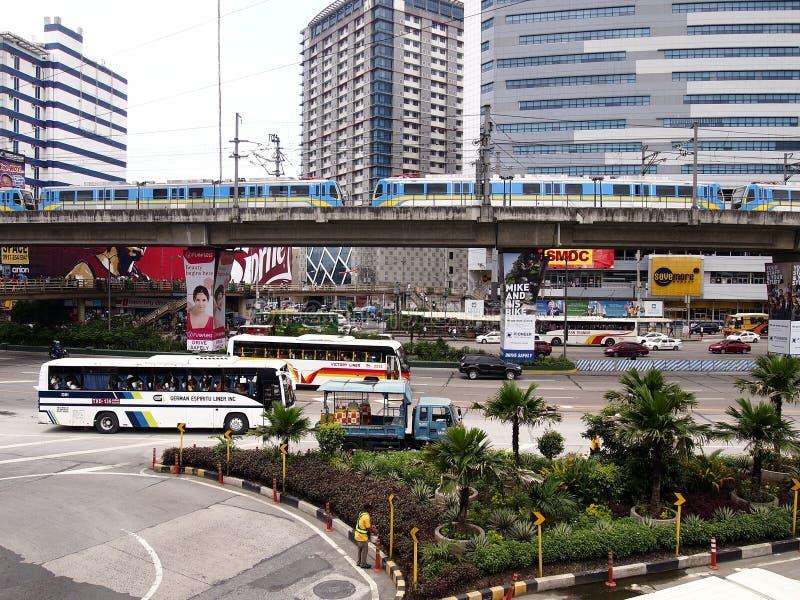 Δημόσια και ιδιωτικά οχήματα μεταφορών κατά μήκος EDSA στοκ φωτογραφία με δικαίωμα ελεύθερης χρήσης