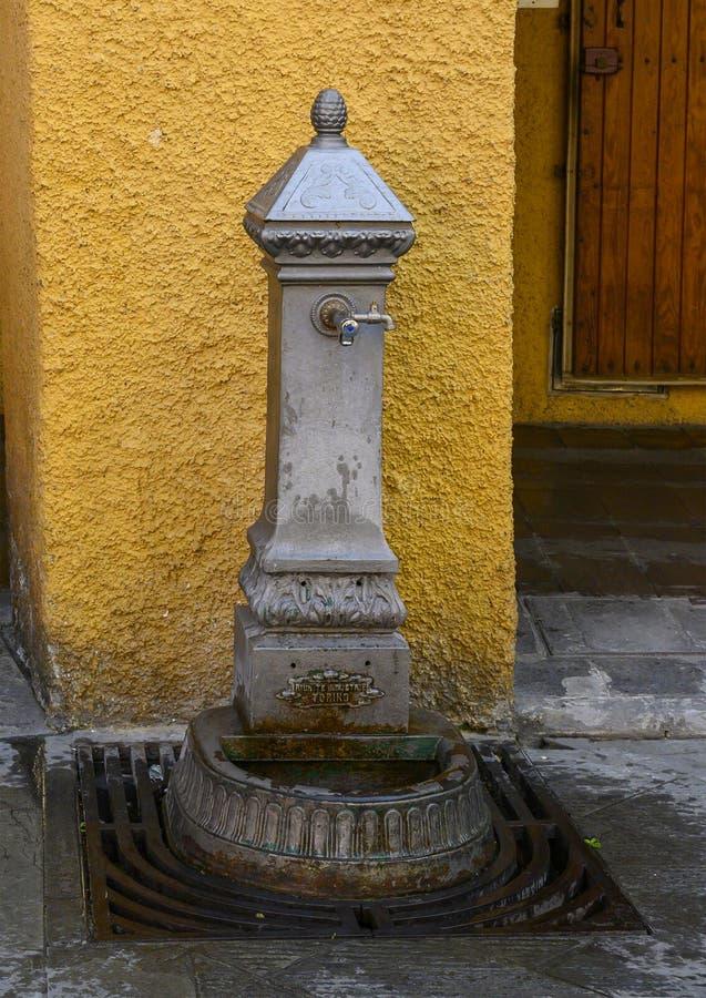Δημόσια πηγή νερού στην πλατεία Caprera, Santa Margherita Ligure, πόλη της Γένοβας, Ιταλία στοκ φωτογραφία με δικαίωμα ελεύθερης χρήσης