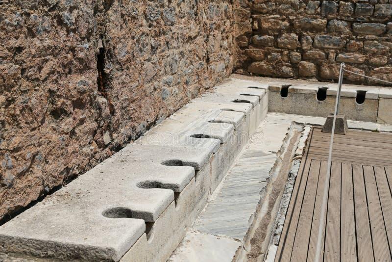 Δημόσιες τουαλέτες της αρχαίας πόλης Ephesus στοκ φωτογραφία