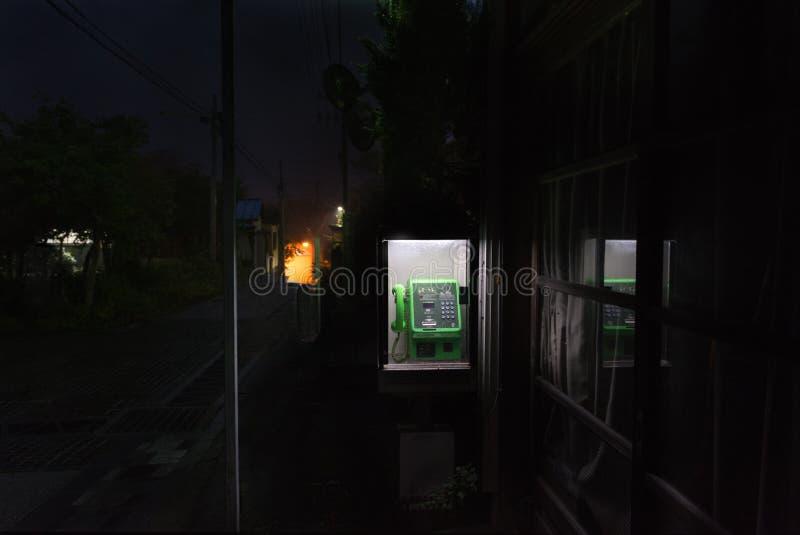 Δημόσιος κερματοδέκτης, telefon στην του χωριού οδό στοκ φωτογραφία με δικαίωμα ελεύθερης χρήσης