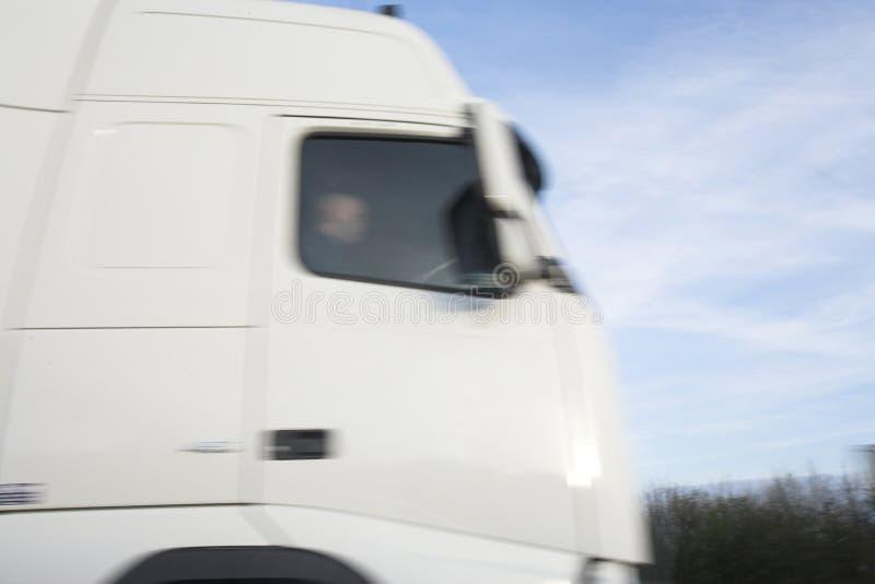 Διάβαση ενός truck στη υψηλή ταχύτητα στοκ φωτογραφίες