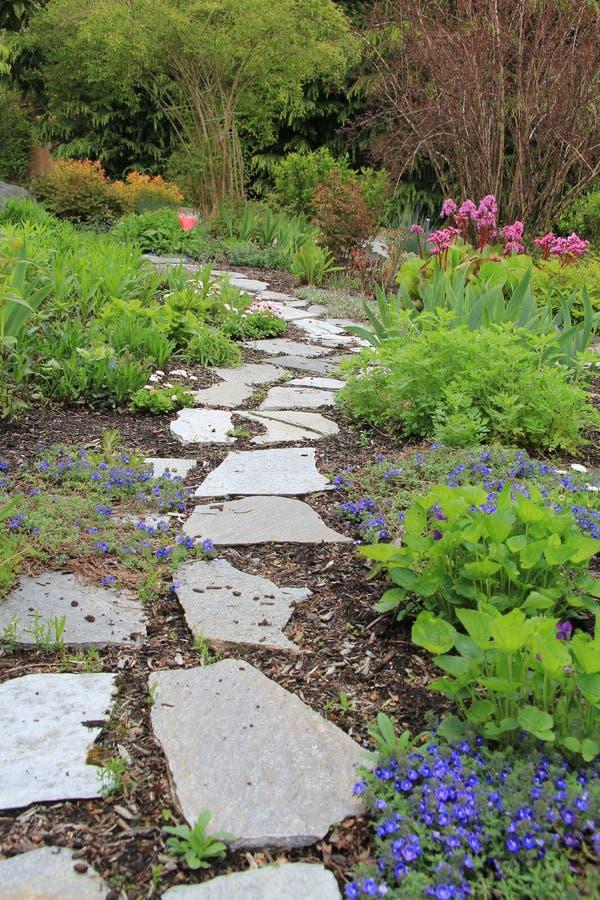 διάβαση πεζών άνοιξη κήπων στοκ φωτογραφίες με δικαίωμα ελεύθερης χρήσης