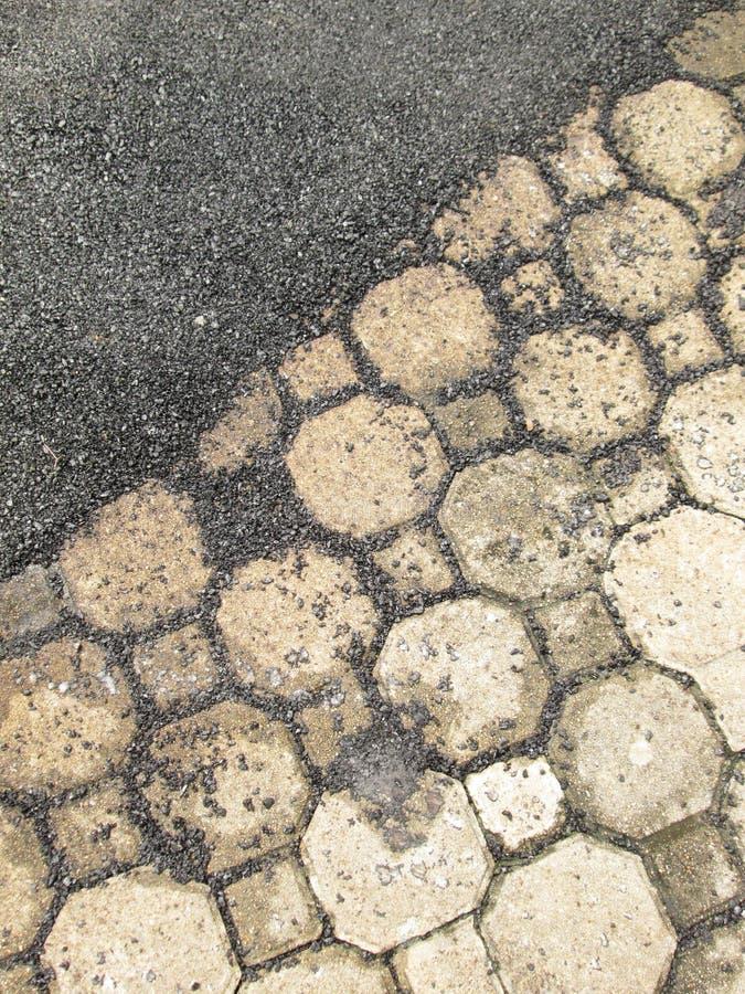 Download Διάβαση πεζών τούβλου στο δρόμο Στοκ Εικόνα - εικόνα από πεζοδρόμιο, διακοσμητικός: 62713043
