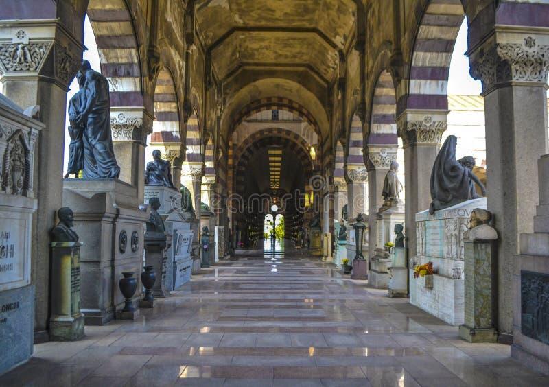Διάβαση σε ένα cementery στοκ φωτογραφίες