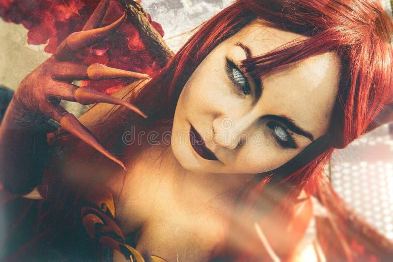 Διάβολος τέχνης Το Demoness κλείνει το πορτρέτο στοκ εικόνα