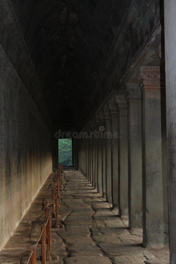 Διάδρομος Watt Angkor στην ανατολή στοκ φωτογραφία με δικαίωμα ελεύθερης χρήσης