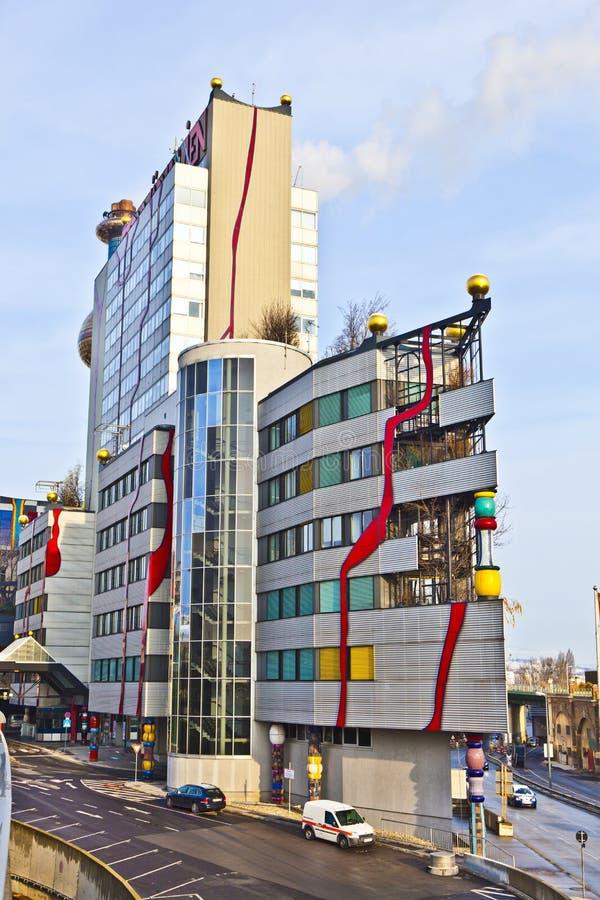 Διάσημες εγκαταστάσεις θέρμανσης περιοχής στη Βιέννη που σχεδιάζεται από Friedensreich Hundertwasser στοκ φωτογραφία