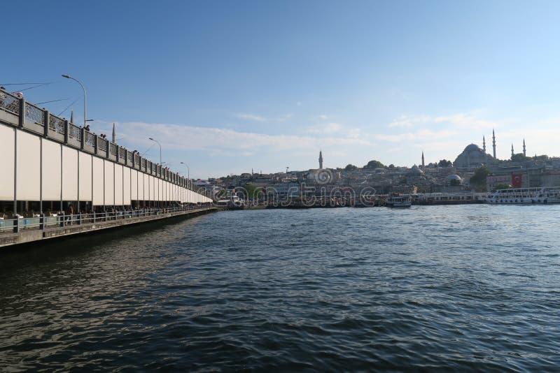 Διάσημη γέφυρα Galata, χρυσά κέρατο και μουσουλμανικό τέμενος Suleymaniye στη Ιστανμπούλ, Τουρκία στοκ εικόνα