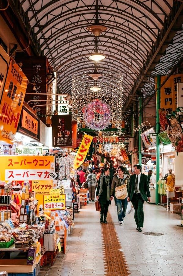 Διάσημη οδός Heiwadori στην οδό Kokusai πολλά καταστήματα αναμνηστικών στοκ εικόνες με δικαίωμα ελεύθερης χρήσης