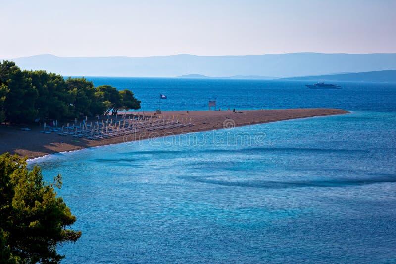 Διάσημη παραλία αρουραίων Zlatni στην άποψη νησιών Brac στοκ φωτογραφίες με δικαίωμα ελεύθερης χρήσης