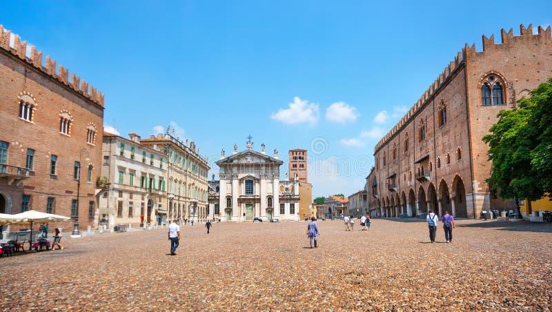 Διάσημη πλατεία delle Erbe σε Mantua, Λομβαρδία, Ιταλία στοκ φωτογραφίες με δικαίωμα ελεύθερης χρήσης