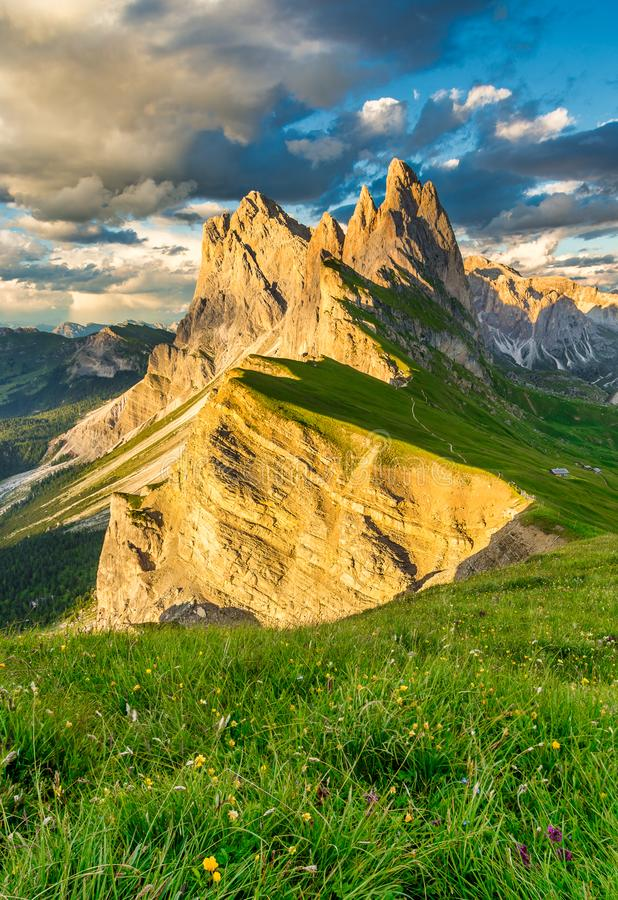 Διάσημη σειρά βουνών Odle στο ηλιοβασίλεμα, Seceda, δολομίτης, Ιταλία στοκ εικόνες