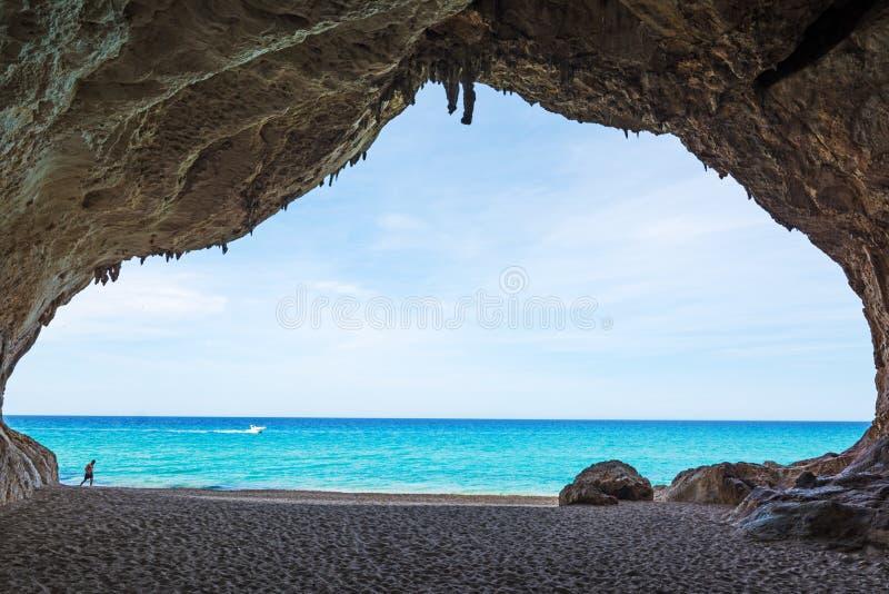 Διάσημη σπηλιά Cala Luna στοκ φωτογραφία με δικαίωμα ελεύθερης χρήσης