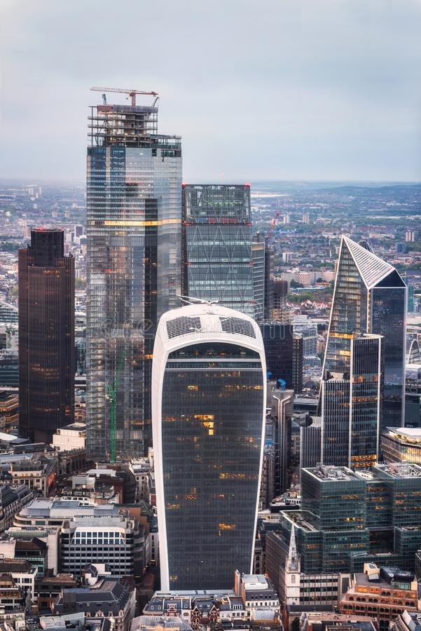 Διάσημοι ουρανοξύστες στην οικονομική περιοχή του Λονδίνου στοκ εικόνα με δικαίωμα ελεύθερης χρήσης