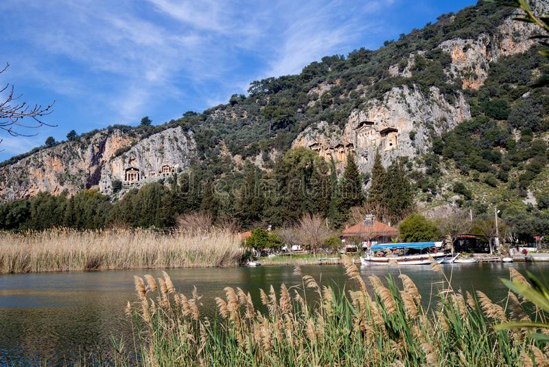 Διάσημοι τάφοι βασιλιάδων Kaunos r Υπάρχουν δωδεκάδες των τάφων που χαράζονται στους βράχους γύρω από Dalyan και τα περίχωρά του στοκ φωτογραφίες
