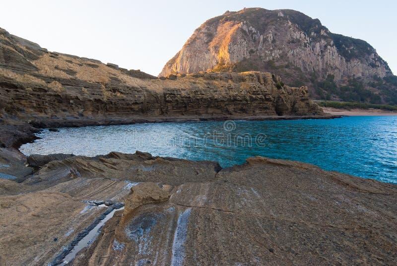 Διάσημοι φυσικοί ηφαιστειακοί βράχοι ακτών Yongmeori μνημείων στοκ φωτογραφίες