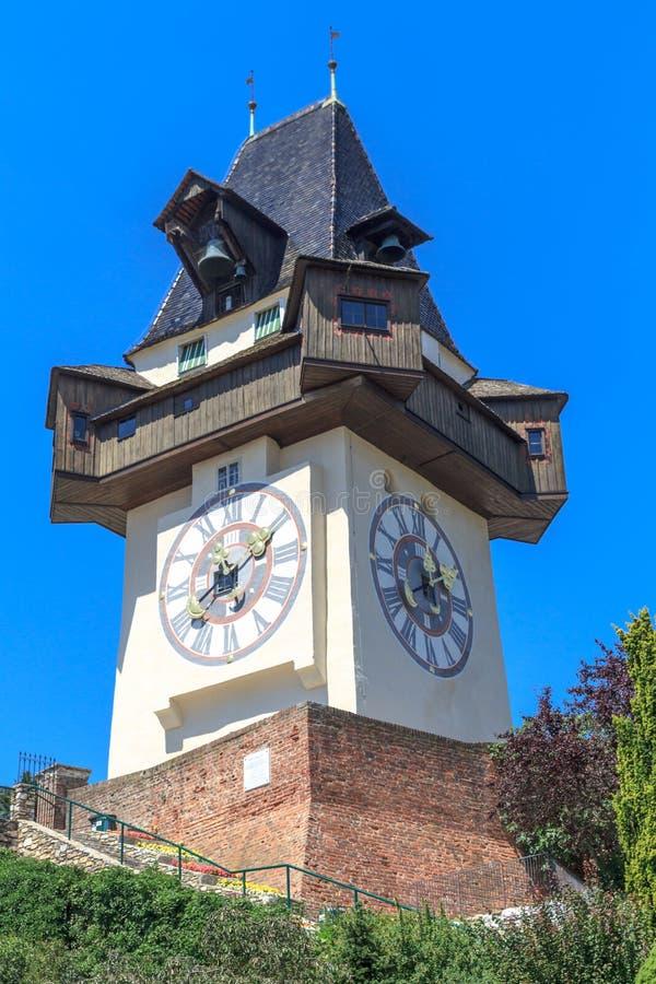 Διάσημος πύργος 'Ενδείξεων ώρασ' (Uhrturm) στο Γκραζ, Αυστρία στοκ εικόνες