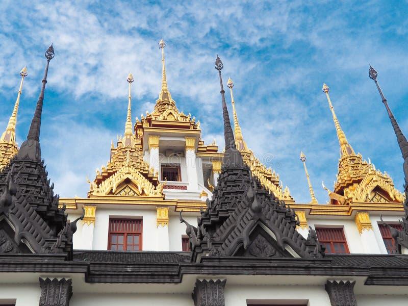 Διάσημο παλάτι σιδήρου ναών θέσεων της Μπανγκόκ, Loha Prasat, στον τομέα της βασιλικής ανηψιάς Wat Ratchanatdaram Αυτός ο ναός εί στοκ εικόνες με δικαίωμα ελεύθερης χρήσης