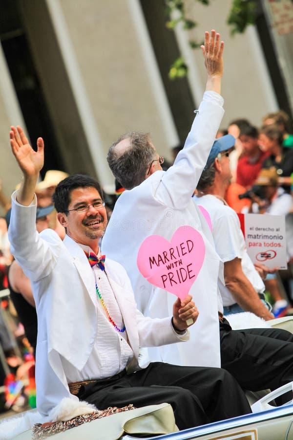 Διάσημο παντρεμένο ομοφυλόφιλος χτύπημα παρελάσεων υπερηφάνειας του Σαν Φρανσίσκο στοκ εικόνες