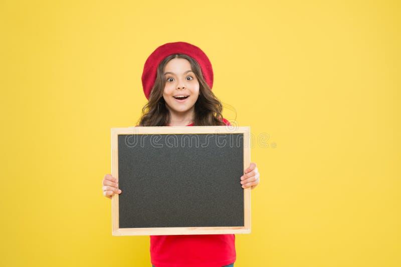 Διάστημα αντιγράφων διαφήμισης E Ευτυχείς ώρες Καλές ειδήσεις Σχολικές πληροφορίες Πληροφόρηση σας Promo παιδιών στοκ εικόνες με δικαίωμα ελεύθερης χρήσης