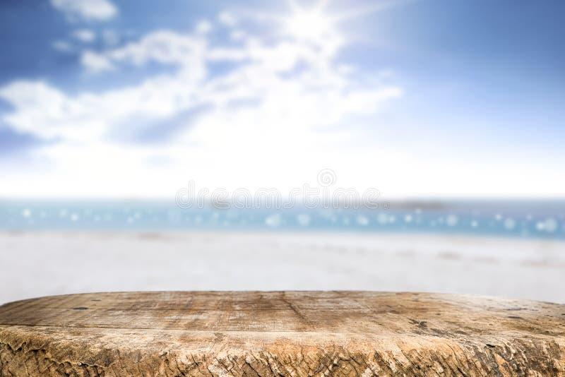 Διάστημα γραφείων τη δευτερεύουσα και ηλιόλουστη ημέρα παραλιών στοκ φωτογραφία