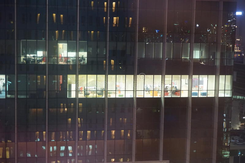 Διάστημα εργασίας οικοδόμησης τη νύχτα στοκ εικόνες με δικαίωμα ελεύθερης χρήσης