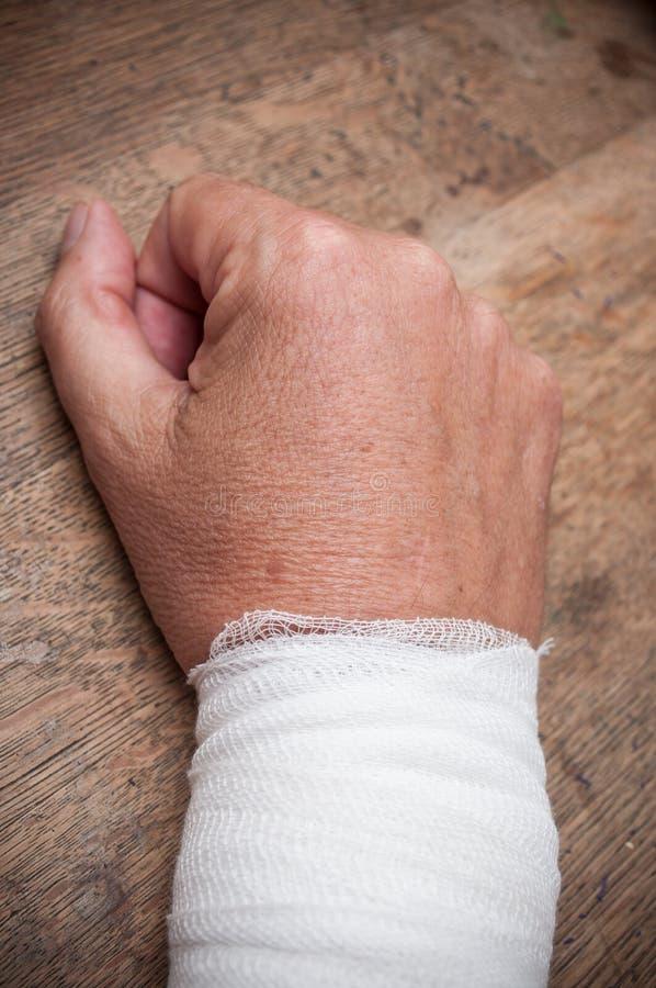 διάστρεμμα καρπών στον ξύλινο πίνακα στοκ εικόνα