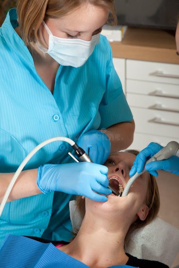 διάτρηση οδοντιάτρων κοι&la στοκ εικόνα με δικαίωμα ελεύθερης χρήσης