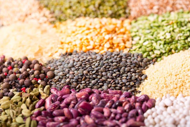 Διάφορα δημητριακά, σπόροι, φασόλια και σιτάρια στοκ εικόνες