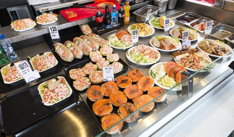 Διάφορα θαλασσινά στα ράφια της αγοράς ψαριών στο Μπέργκεν στο Ν στοκ εικόνες με δικαίωμα ελεύθερης χρήσης