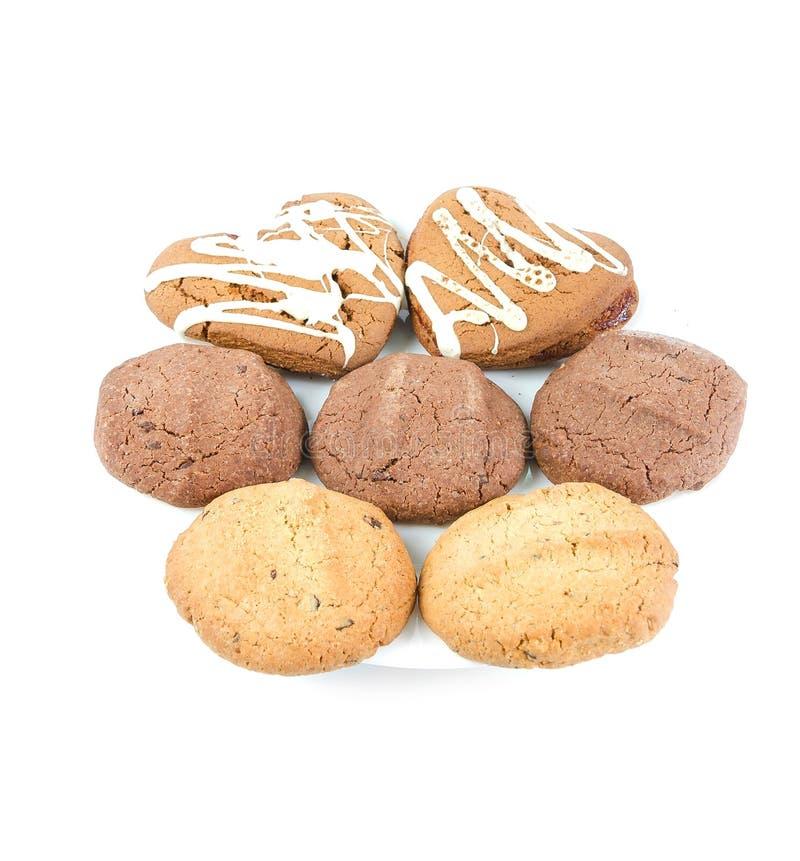 Διάφορα μπισκότα σε ένα άσπρο πιάτο στο άσπρο υπόβαθρο στοκ εικόνες