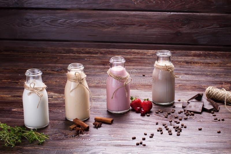 Διάφορα φυσικά milkshakes στοκ εικόνα