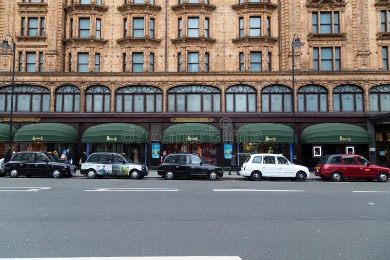 Διάφορου χρωματισμένου ταξί στο Λονδίνο στοκ εικόνες