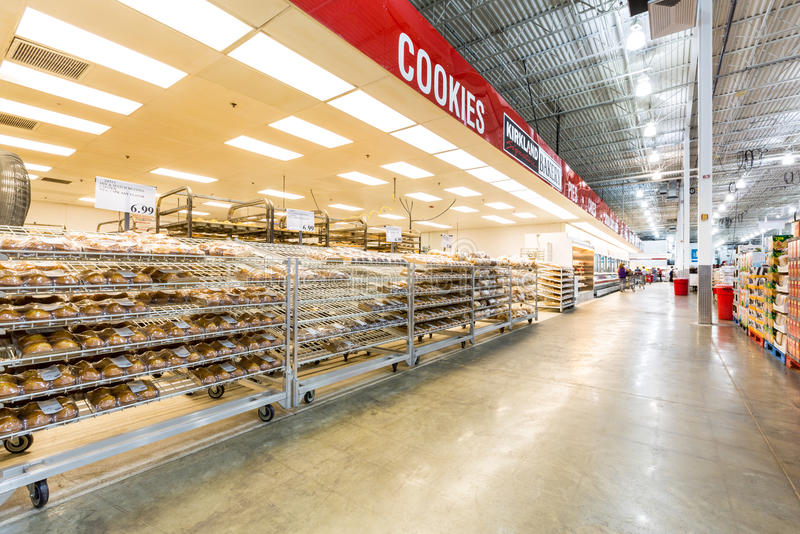 Διάδρομος αρτοποιείων σε ένα κατάστημα Costco στοκ εικόνες