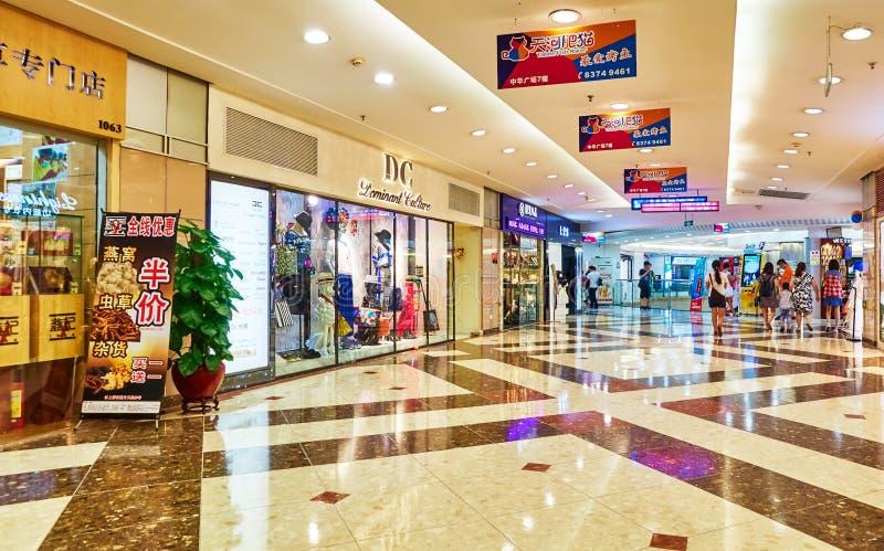 Διάδρομος της λεωφόρου αγορών μόδας στοκ φωτογραφία