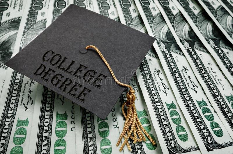 Διαβαθμισμένα χρήματα βαθμού κολλεγίου στοκ εικόνες