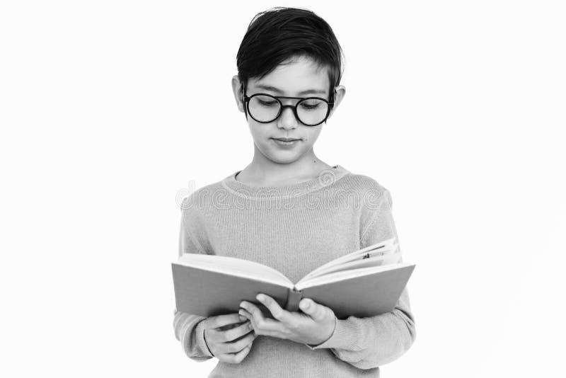 Διαβασμένη αγόρι έννοια εκμάθησης Nerd βιβλίων στοκ φωτογραφίες με δικαίωμα ελεύθερης χρήσης