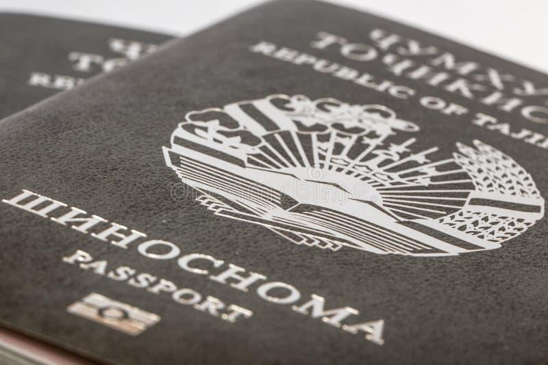 Διαβατήριο του πολίτη της Δημοκρατίας του Τατζικιστάν να ταξιδεψει στο εξωτερικό στοκ εικόνες