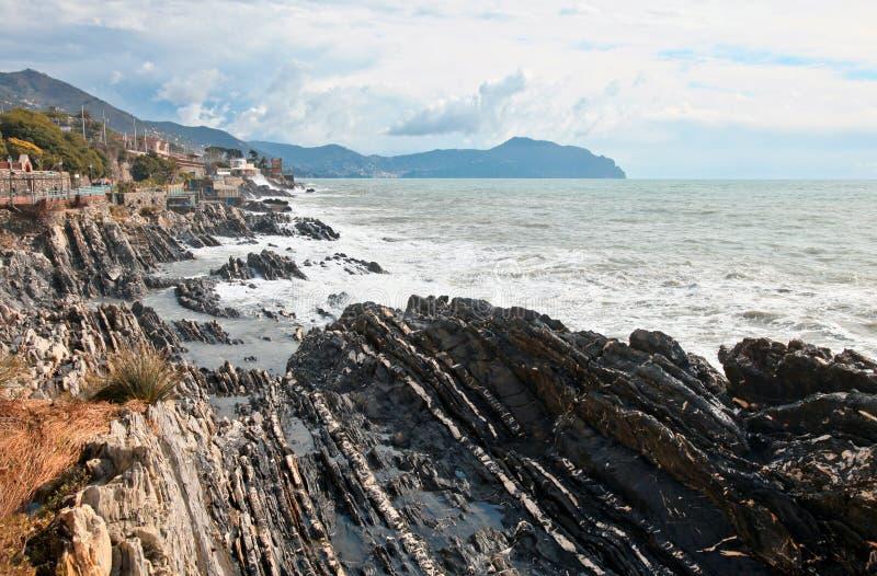 Download διαβρωμένη θάλασσα βράχων στοκ εικόνες. εικόνα από ταξίδι - 13180376