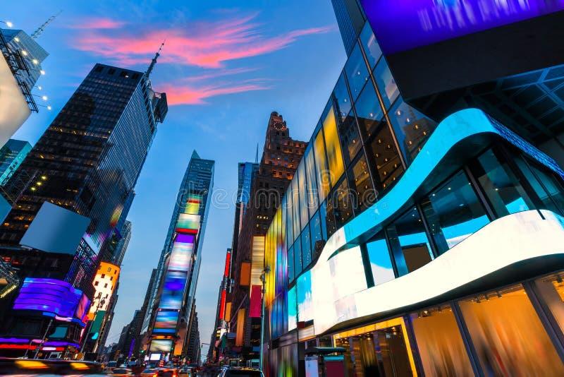 Διαγραμμένες η Νέα Υόρκη αγγελίες της Times Square Μανχάταν στοκ εικόνες