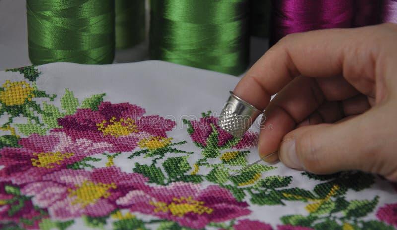 Διαγώνια διακόσμηση λουλουδιών βελονιών διαδικασίας στοκ φωτογραφίες