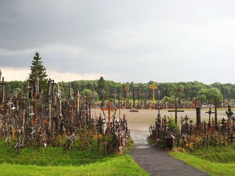 Διαγώνιος λόφος μετά από τη βροχή, Λιθουανία στοκ εικόνες