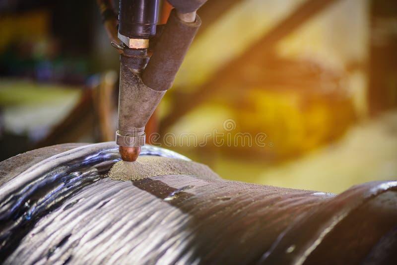 Διαδικασία ηλεκτροσυγκόλλησης δια της μεθόδου του καταβυθιζομένου βολταη!κού τόξου στοκ φωτογραφία με δικαίωμα ελεύθερης χρήσης