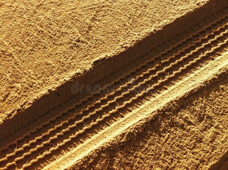 Διαδρομές ροδών στην άμμο στοκ φωτογραφίες με δικαίωμα ελεύθερης χρήσης