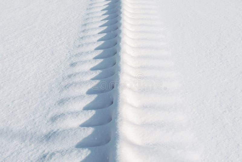 Διαδρομές σιδηροδρόμων για τα τραίνα που καλύπτονται με το χιόνι στοκ εικόνες