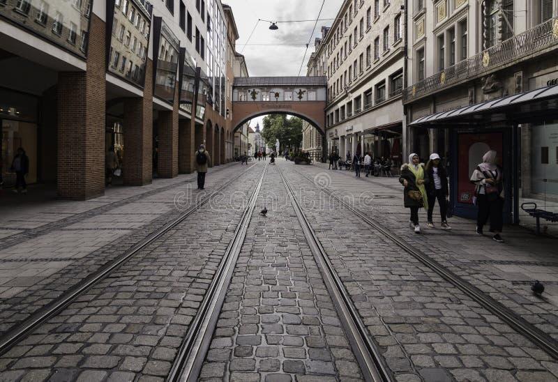 Διαδρομές τραμ σε Mainstrabe, Μόναχο στοκ φωτογραφίες