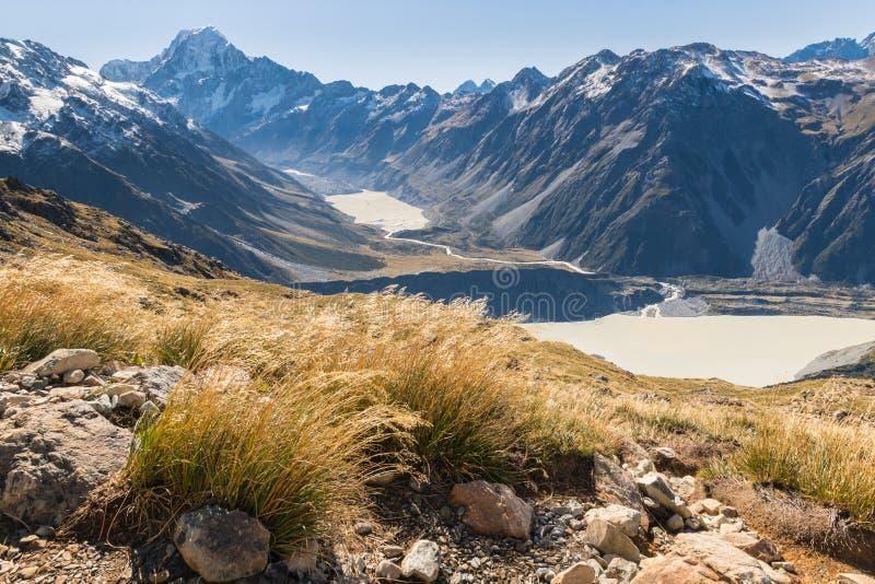 Διαδρομή πεζοπορίας στο εθνικό πάρκο Cook υποστηριγμάτων με την άποψη της ΑΜ Cook, Hooker της κοιλάδας και των παγετωδών λιμνών,  στοκ εικόνες με δικαίωμα ελεύθερης χρήσης
